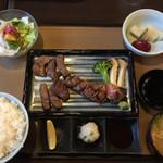 肉の万世 - 牛タンと和風ステーキ御膳¥2780(税別)