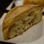 ビストロ メランジェ - ジャガイモのピュレとオリーブオイルのチャパタ
