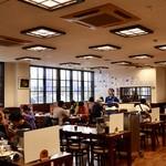 北のグルメ亭 - 広々とした食堂の雰囲気