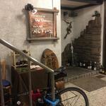 90931453 - お店は北野坂の角の地下1F。海鮮のメニューがお勧め。