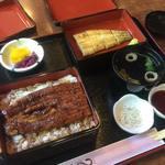 うなぎ家曳舟 - 蒲焼と白焼のコンビ定食。どちらもおいしい!