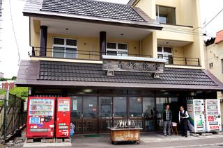 民宿 青塚食堂 - にしん焼きの有名店、「青塚食堂」。