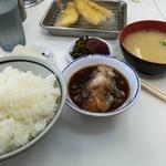 天麩羅処ひらお - 白身魚、キス。味噌汁はイリコ出汁の白味噌。