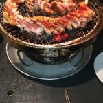炭火焼肉 黒べこ屋 - ドラゴンカルビはそのまま焼いてみました