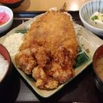 90945414 - 大アジフライと鶏唐揚げ膳 900円(税込) ご飯少な目