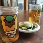 水芭蕉 - 冷たいお茶とお漬物