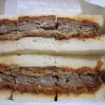 肉の万世 - ハンバーグサンド
