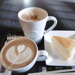 カフェ チーポ・オイト - ドリンク大とチーズケーキ