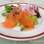 アルペンローゼ - 料理写真:前菜(小さなオードブル サラダ仕立て)サーモン