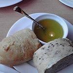 9096667 - ランチのパン 付けるソースが旨い(溶かしたバターの下にチーズが沈んでるんです)