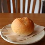 カフェヒュッテ - 丸パン