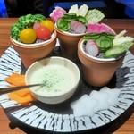 90964508 - 緑黄色野菜の彩りガーデンサラダ