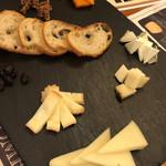 ターヴォラ サンイチマル - 特選チーズ5種盛り合わせ