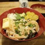 赤兵衛 - ねぎとろ鮭ハラス漬け丼(厚焼き玉子添え)