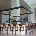 S.DINING【CAFE&BAR】 - 真ん中のカウンター