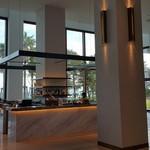 S.DINING【CAFE&BAR】 - エレベーター側から見た景色。間接照明が色っぽい