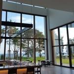 S.DINING【CAFE&BAR】 - 大きな窓で気持ちがいい
