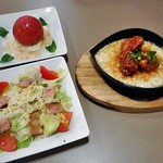 トマト&オニオン - 焼きチーズde唐揚げタッカルビ & 2種類のサラダ