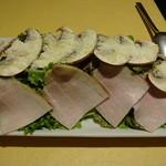 レ・フルシェット - 自家製ハムとジャンボマッシュルームのサラダ