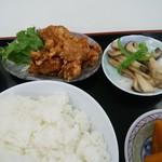 ザ・ごはんやさん - 唐揚げ、しめじの炒めもの、カボチャの煮物、ごはん大
