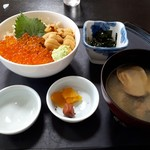 斎春 - うに・いくら丼(2500円)