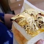 世界で2番めにおいしい焼きたてメロンパンアイス - ◆「金沢金箔メロンパンアイス」Golden leaf vanilla