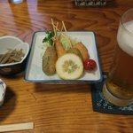 蛇の目寿司 - 串揚げにキンピラ、ビールです