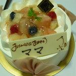 お菓子工房 うふふ - 桃のデコレーションケーキ
