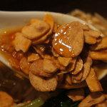 担担麺 利休 - フライドガーリックとラー油最高