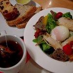 広島アンデルセン - 半熟卵とローストチキンのサラダセット