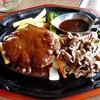 肉の万世 - 料理写真:「ハンバーグ & 黒毛和牛鉄板焼ランチ」のメイン