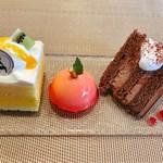 パティスリーポム - ウェルカムプレート@マンゴーショートケーキ、ポム、チョコレートケーキ
