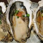 海鮮問屋 海ぼうず - 生牡蠣 1個180円 (三重県浦村町産)