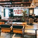 肉が旨いカフェ NICK STOCK - カントリー風店内