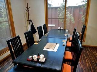 魚登久 - テーブル席