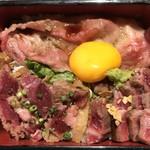 90995606 - 新潟和牛すき焼き&極上ステーキ・牛カツ重(上方からアップ)