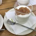 ミハエル - 料理写真:自家製ヨーグルトに自家製りんごジャムを添えて