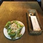 イ・ロッタ - マリナーラ1,080円につくサラダ