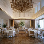 オーベルジュ・ド・リル ナゴヤ - 内観写真:メインダイニング(約70席) 森田恭通氏によるデザイン。オリーブの木で作られたシャンデリアが象徴的。明るく清潔感あふれる店内。