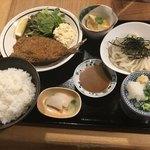 きんぐ - とびうおフライ定食900円(税込)+味噌汁をうどんに変更+100円(税込)