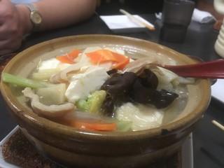 新新飯店 - 豚バラと白菜、豆腐煮込み