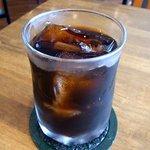喫茶コケシ - 今回、オーダーしたのは、アイスコーヒー450円です。 シロップとミルクは別に提供されます。