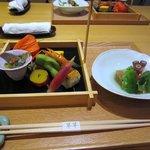 9101533 - 最初の料理です、夏なのでみょうがや枝豆、ゴーヤの味噌漬け等が入った前菜とタコとおくらの小鉢です。