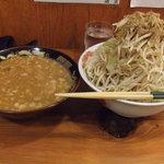 自家製太麺 ドカ盛 マッチョ - つけ麺中(750円)です。