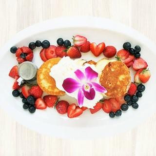 【日本初上陸!】地元ハワイで大人気、ベリーベリーパンケーキ!