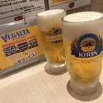 牛たん炭焼 利久 - まずはサービスの生ビール