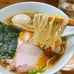 とら食堂 - 焼豚麺(麺アップ)