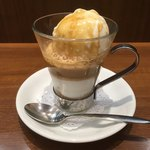 向山製作所cafe  - アフォガード(エスプレッソを注いだ後)