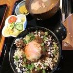 たぬ金亭 - お味噌汁の具はお麩に油揚げ、大根