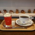 キートス カフェ - ピンクグレープゼリーとコーヒー